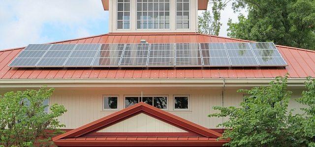 האם כדאי להשקיע במערכת סולארית ביתית?