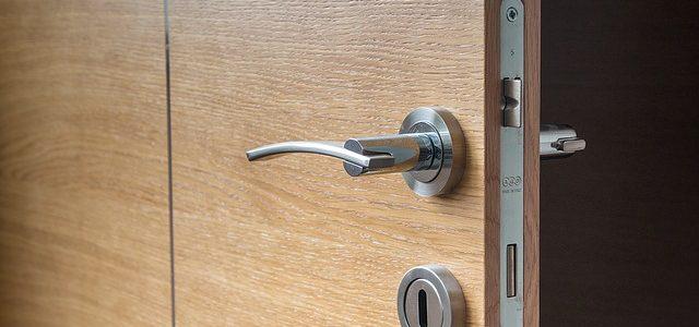 דלת פנים פולימרית – בחירה נכונה לדלת שלכם