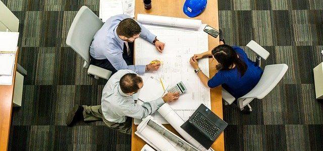 עיצוב מחדש לסביבת עבודה משותפת באמצעות מחיצות