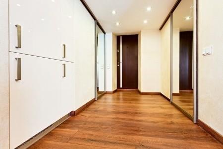 השקעה בריצוף לבית על מנת להגדיל את ערך הנכס