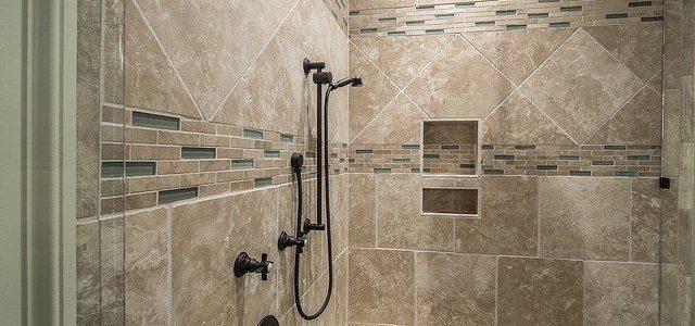 קרמיקה לאמבטיה – איך אנחנו בוחרים אריחים בצורה נכונה