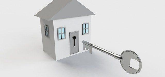 נתקעתם מחוץ לבית? לא בטוח שכדאי לפרוץ את הדלת לבד